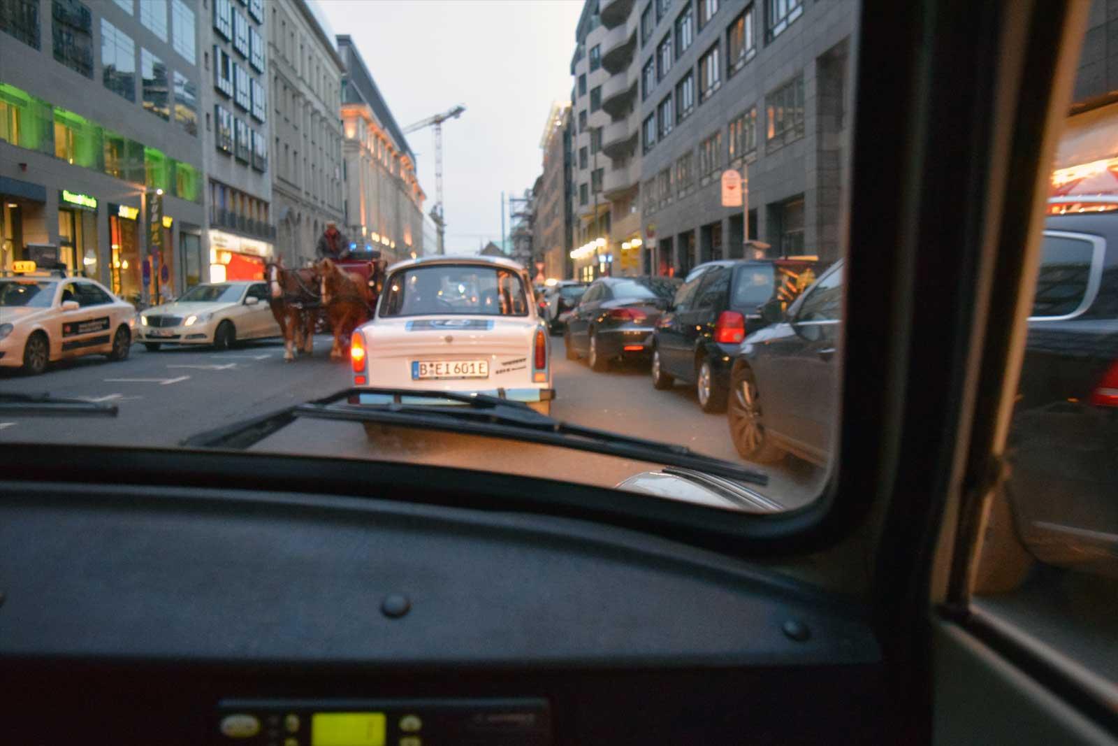 Door de straten van Berlijn met de Trabant