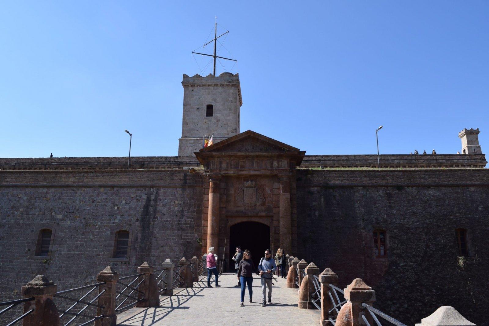 de ingang van Montjuïc Castle voorzijde