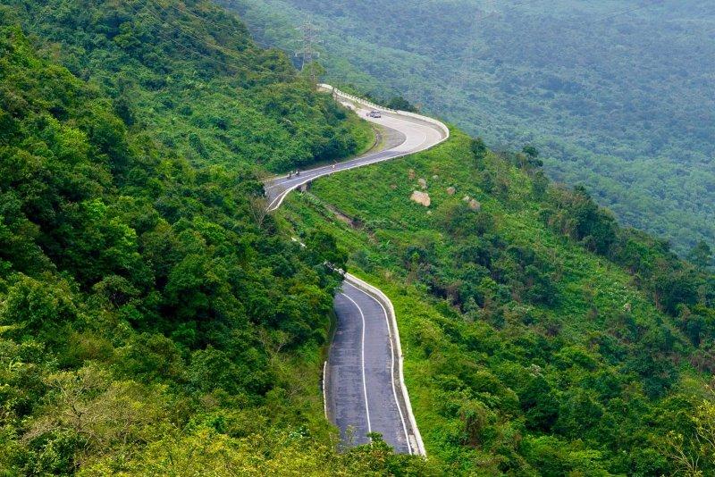 Rijden over de Hai Van Pass