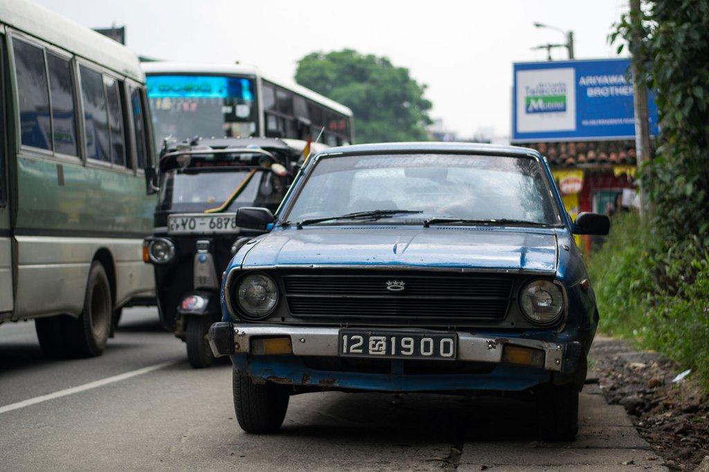 Het drukken verkeer in Kandy